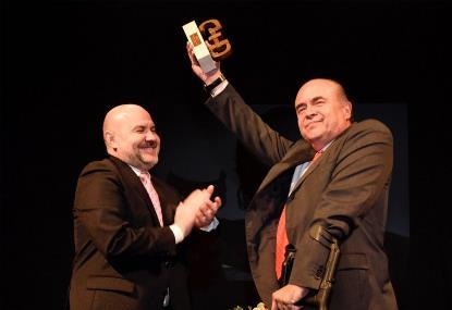 Carlos Laguna, actual presidente de COCEMFE Castelló y vicepresidente de COCEMFE Comunitat Valenciana, recibe el Premio cermi.es