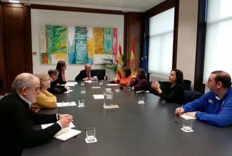 Reunión del consejero de Hacienda aragonés, Fernando Gimeno, con CERMI Aragón