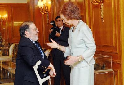 Mario García Sánchez, presidente del CERMI en  2002-2008, con la Reina Sofía