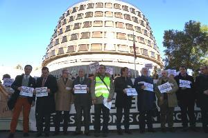 Representantes del CERMI y organizaciones de la discapacidad protestan ante el Tribunal Constitucional y reclaman el derecho al voto para todas las personas con discapacidad