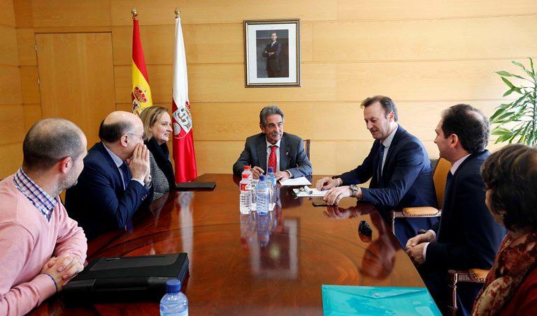 Reunión de CERMI Cantabria con el jefe del Ejecutivo cántabro, Miguel Ángel Revilla