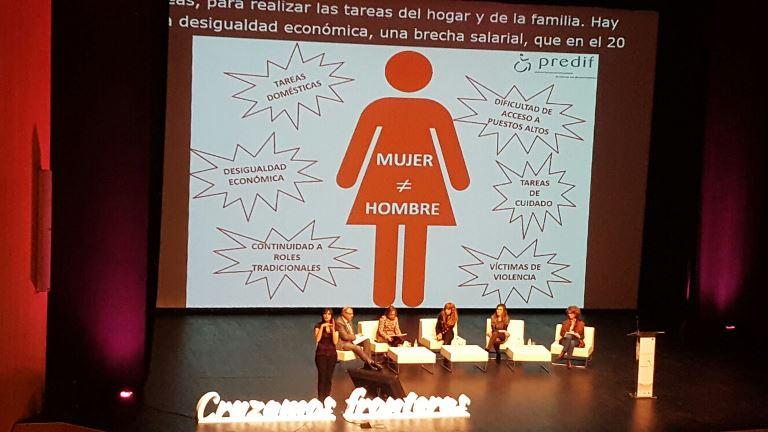 Imagen de una mesa redonda en el Congreso Internacional Mujer y Discapacidad en Ávila