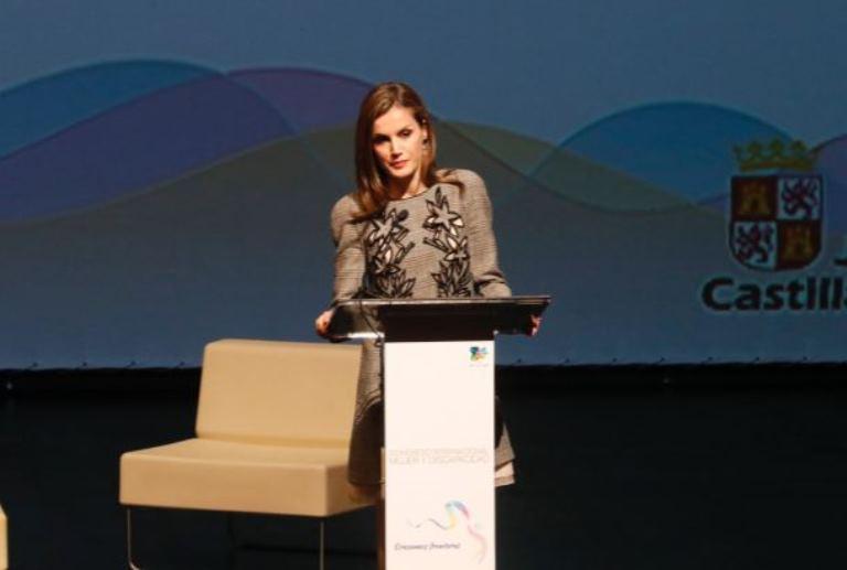 La Reina Letizia en la clausura del Congreso de Mujer y Discapacidad de Ávila