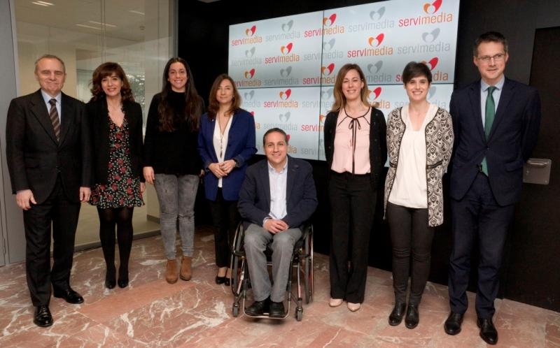 Foto de familia de la mesa CERMI, ganando espacios para la comunicación social