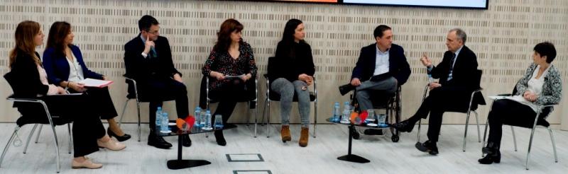 Imagen durante el debate de la mesa CERMI, ganando espacios para la comunicación social