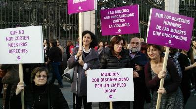 Una delegación de la Fundación CERMI Mujeres (FCM), encabezada por su vicepresidenta ejecutiva, Ana Peláez participa en la marcha feminista de Madrid el Día Internacional de la Mujer