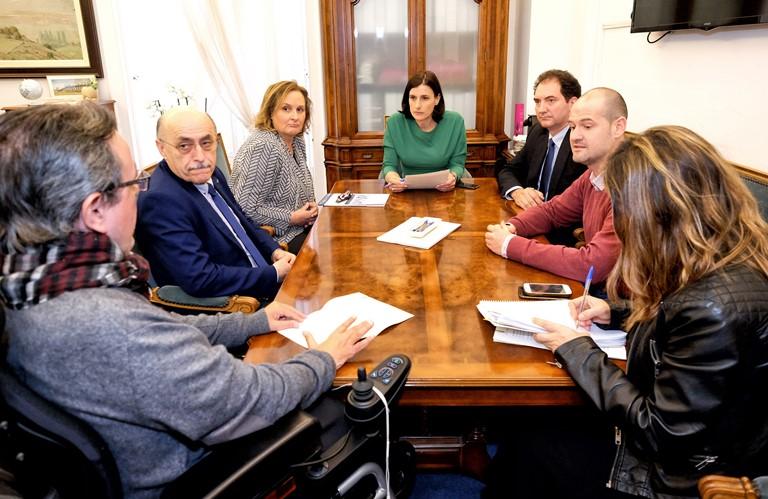 La alcaldesa de Santander, Gema Igual, reunida con representantes del CERMI Cantabria
