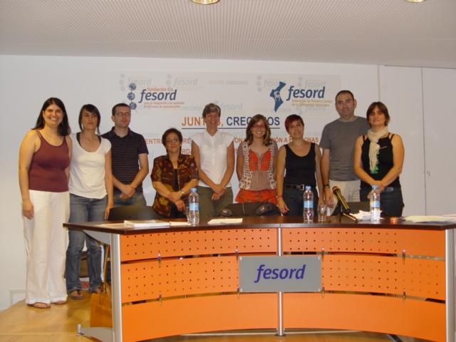 Amparo Minguet rodeada por todo el consejo de Fesord CV