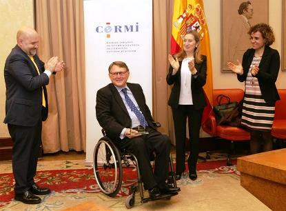 """Francisco Vaño recibiendo la distinción de """"Amigo de la Discapacidad"""" concedida por el CERMI"""