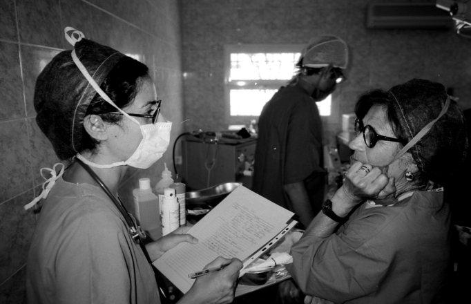 Profesionales sanitarios trabajando