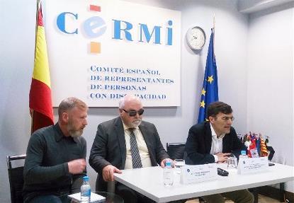 Yannis Vardakastanis (centro) y Alberto Durán (a la derecha) en la presentación de la Asamblea EDF 2017