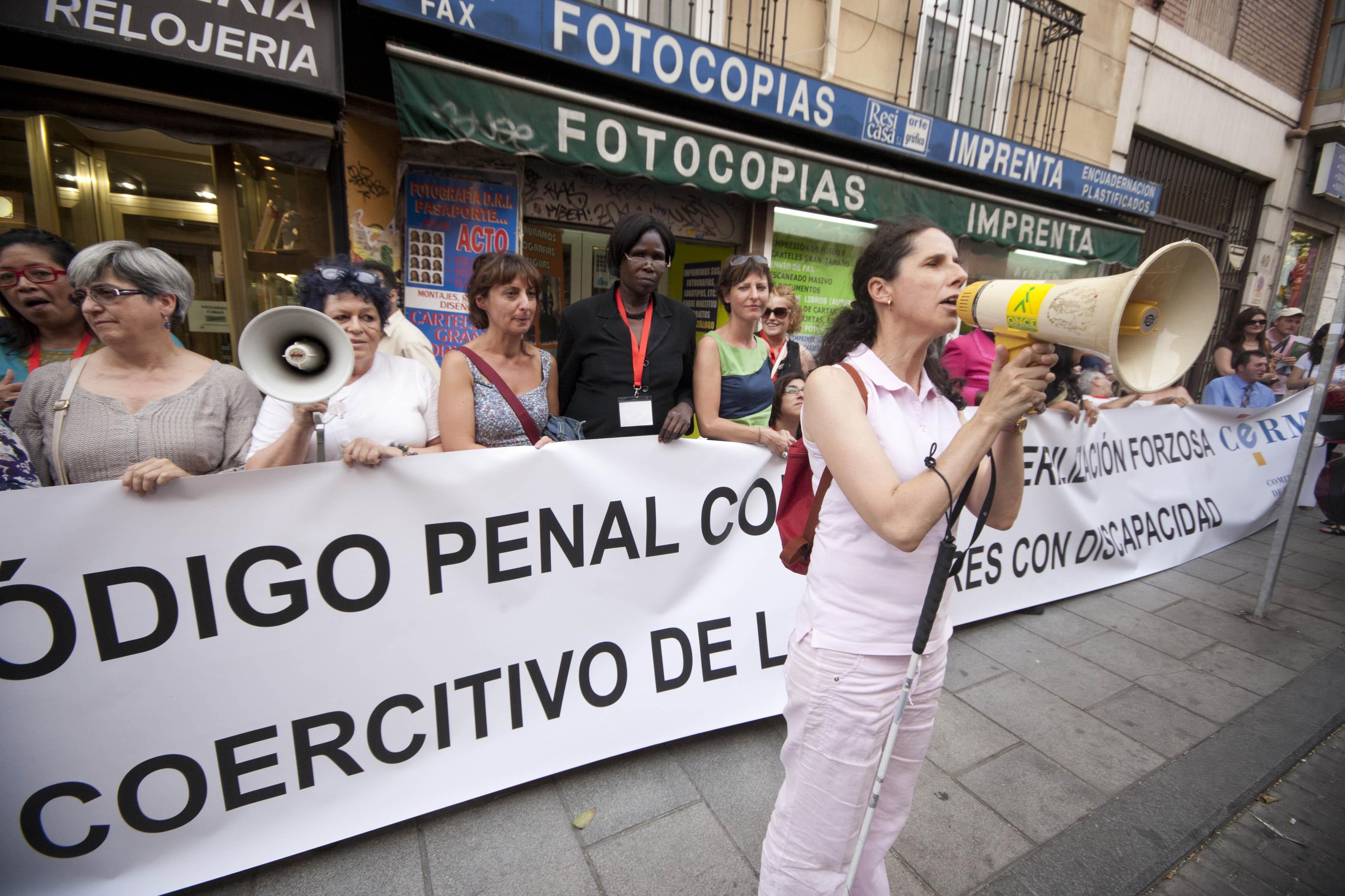Concentración ante Justicia contra la esterilización forzosa de mujeres con discapacidad