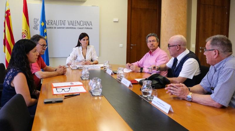 La consejera de Sanidad Carmen Montón traslada al CERMI Comunidad Valenciana y a los pensionistas que mantendrán las ayudas por copagos (Imagen de la Generalitat valenciana)