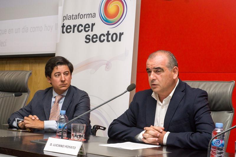 Luciano Poyato, presidente de la Plataforma del Tercer Sector, y Borja Fanjul, director general de Discapacidad