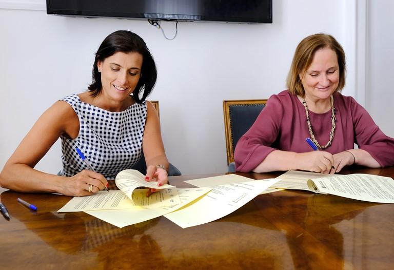 Firma del convenio entre el Ayuntamiento de Santander y CERMI Cantabria