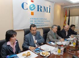 Imagen de dirigentes del CERMI junto al ministro de la Presidencia, Ramón Jáuregui