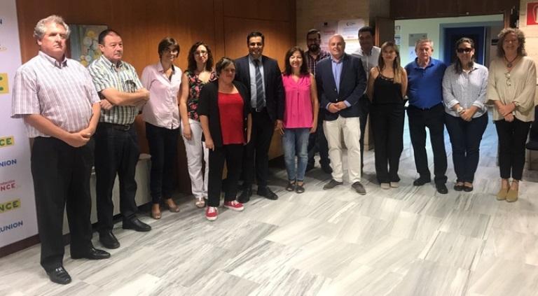 El director general del Servicio Regional de Empleo y Formación, Alejandro Zamora, durante la reunión mantenida con representantes de Cermi, Comité español de representantes de personas con discapacid