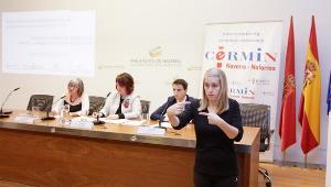 El Parlamento de Navarra aboga por combatir el maltrato a las mujeres con discapacidad