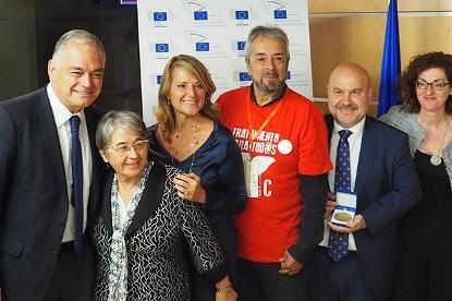 Foto de familia tras el acto de entrega de las Medallas del Premio del Ciudadano Europeo 2017 en Madrid