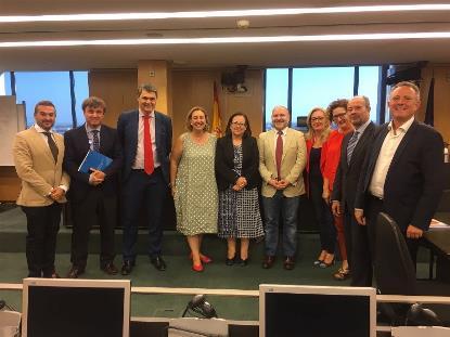 El presidente del CERMI, Luis Cayo Pérez Bueno, junto a los miembros de la Subcomisión para el estudio de una Estrategia Nacional de Justicia