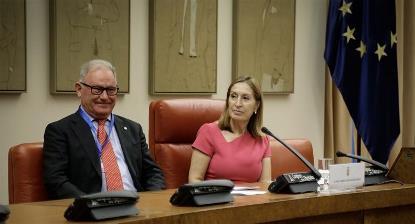 La presidenta del Congreso, Ana Pastor, en el acto que ha organizado la Confederación Salud Mental España en el Día Mundial de la Salud Mental en la Sala Constitucional de la Cámara Baja