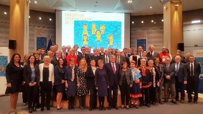 Foto de familia de los galardonados al Premio del Ciudadano Europeo 2017