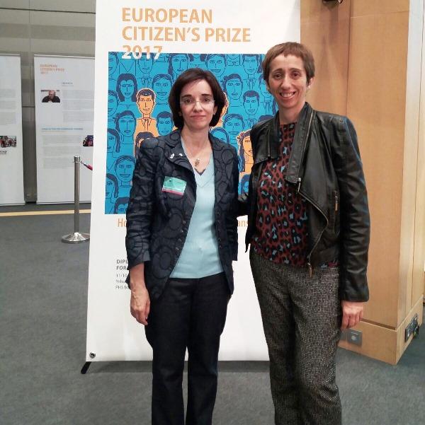 Concha Díaz, presidenta de la CNSE y Pilar Villarino, directora ejecutiva del CERMI, en la ceremonia de entrega del Premio del Ciudadano Europeo 2017