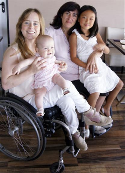 Pepa y Mayte, con sus hijas