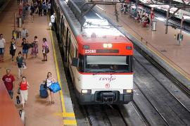 Estación y tren de Renfe