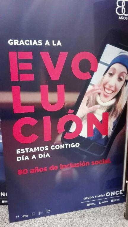 Uno de los carteles de la nueva campaña de publicidad institucional de Fundación ONCE, 'Evolución'