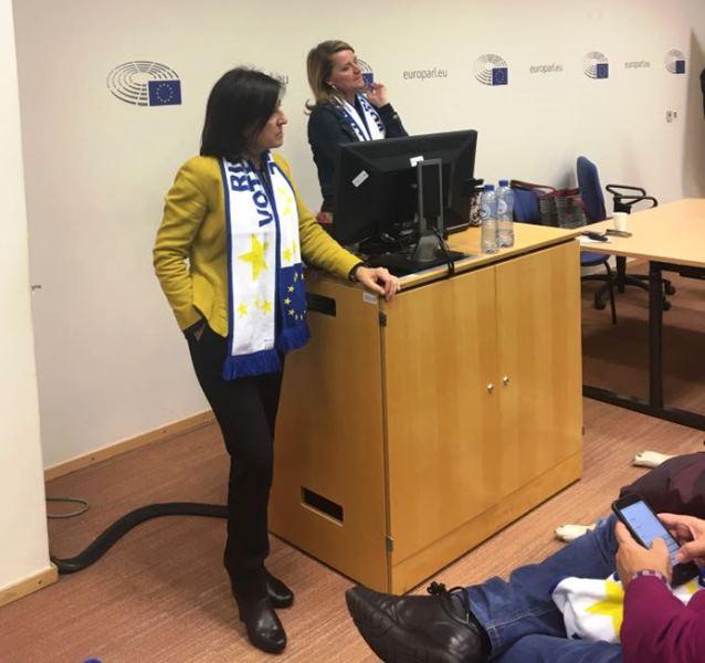 La delegación española ha mantenido un encuentro con las eurodiputadas Izaskun Bilbao y Rosa Estarás