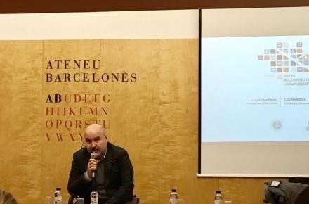 El presidente del CERMI, Luis Cayo Pérez Bueno, en una jornada organizada en el Ateneo de esa ciudad por COCEMFE Barcelona y el Consejo de la Abogacía de Cataluña sobre derechos, accesibilidad y cumpl