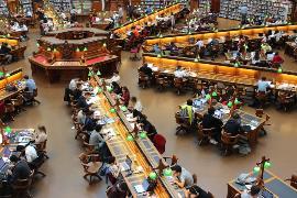 Detalle de una biblioteca universitaria