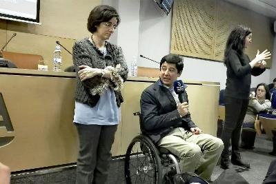 Pilar Villarino, directora ejecutiva del CERMI y Borja Fanjul, director general de Políticas de Apoyo a la Discapacidad