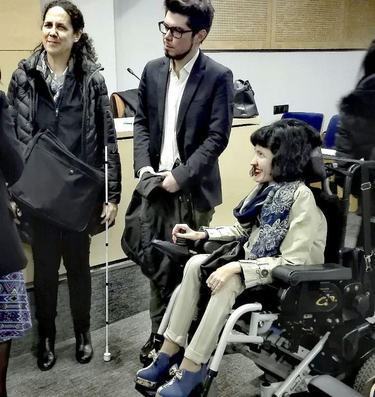 Ana Peláez, vicepresidenta ejecutiva de la Fundación CERMI Mujeres junto a la senadora de Podemos, Virginia Felipe
