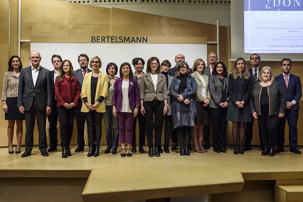 Foto de familia de representantes de las entidades firmantes del manifiesto