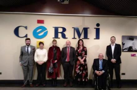 La Junta de Extremadura y el CERMI Estatal se alían para defender ante la Unión Europea la prohibición de estaciones de servicio desatendidas