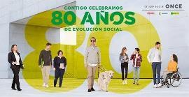 """Cartel de la ONCE donde se lee: """"Contigo celebramos 80 años de evolución social"""""""