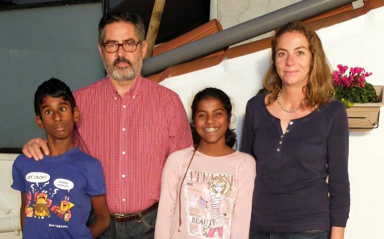 Paloma Pastor, presidenta de la Fundación Sin Daño y activista del daño cerebral infanto-juvenil con su familia