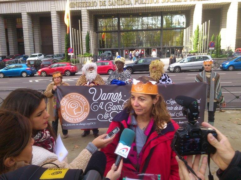 Paloma Pastor, presidenta de la Fundación Sin Daño y activista del daño cerebral infanto-juvenil con su famili