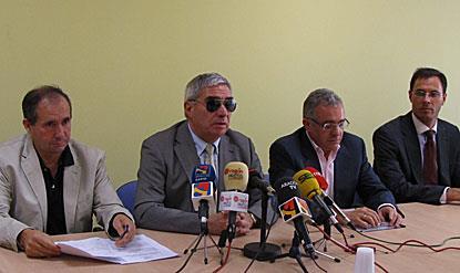 Un momento de la rueda de prensa con representantes del CERMI Aragón y PADIS
