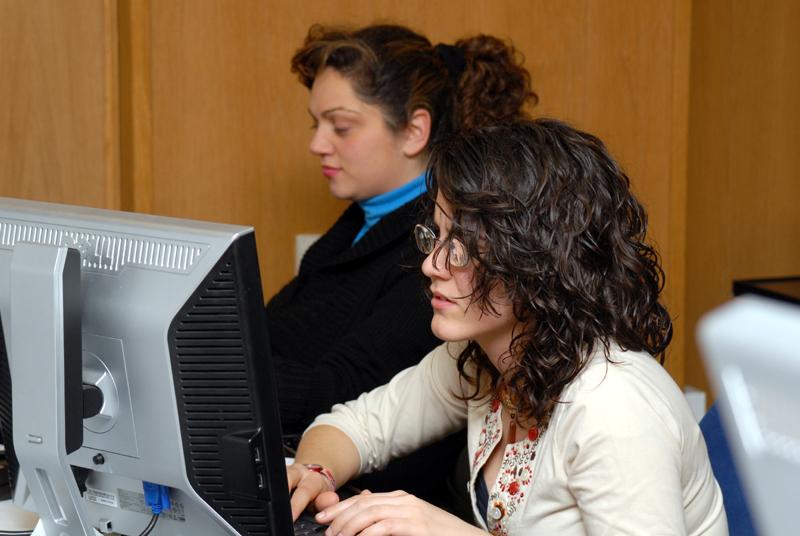 Persona con discapacidad ante el ordenador