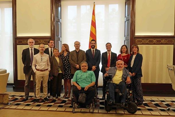 El movimiento catalán de la discapacidad ofrece al Parlament su colaboración para construir políticas sociales más inclusivas