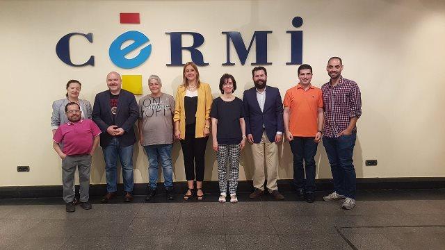 Foto de familia tras la firma del convenio entre FELGTB y el CERMI