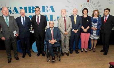 Foto de familia tras la Asamblea del CERMI con el secretario de Estado de Justicia, Manuel Jesús Dolz