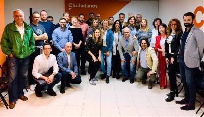 Mercedes López, 'neurocoach' personal y empresarial, con compañeros de Ciudadanos