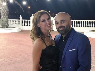 Mercedes López, 'neurocoach' personal y empresarial, con su marido