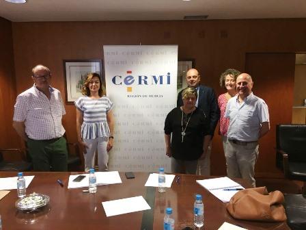 a directora general del Servicio Regional de Empleo y Formación, Severa González, con   el presidente de CERMI Región de Murcia, Pedro Martínez