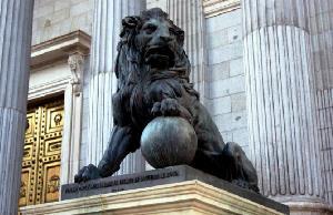 Imagen de uno de los leones del Congreso de los Diputados