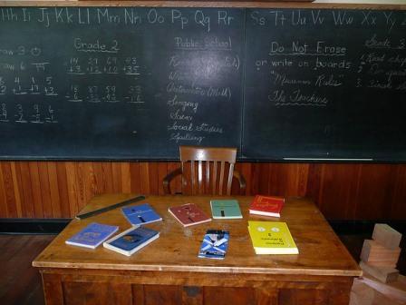 Mesa de profesor en un aula